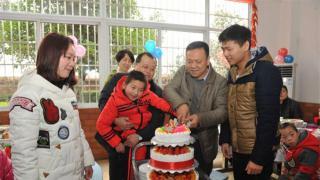 副市长杨真平节前慰问我院儿童